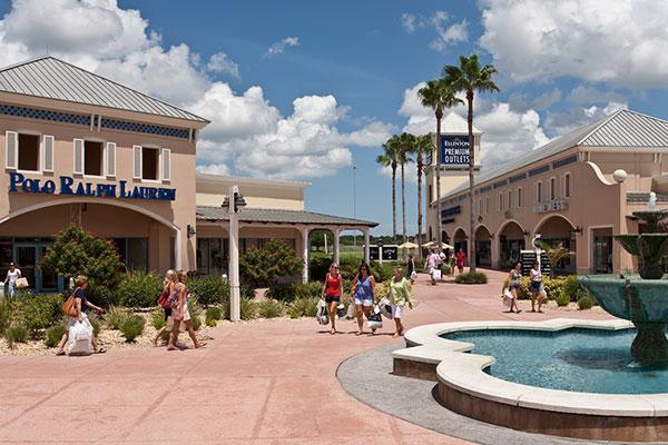 ellenton outlet mall courtyard